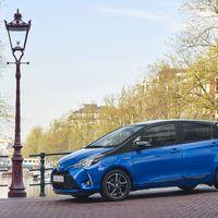 107-Toyota-Yaris-Hybrid-2017