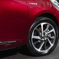 109-Toyota-Yaris-Hybrid-2017