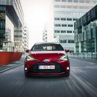 112-Toyota-Yaris-Hybrid-2017