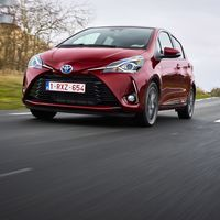 116-Toyota-Yaris-Hybrid-2017