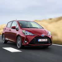 118-Toyota-Yaris-Hybrid-2017
