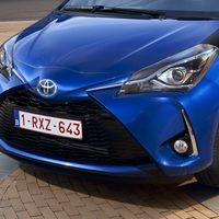 54-Toyota-Yaris-Hybrid-2017