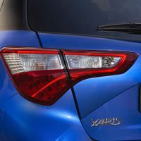 60-Toyota-Yaris-Hybrid-2017