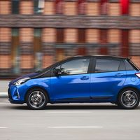 81-Toyota-Yaris-Hybrid-2017