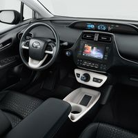 Toyota-Prius-2015-interior-tme-017-a-full tcm-22-590388
